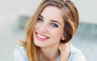 Os riscos do clareamento dental caseiro sem a supervisão do dentista